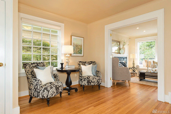 Madrona View Seating Area & Living Room