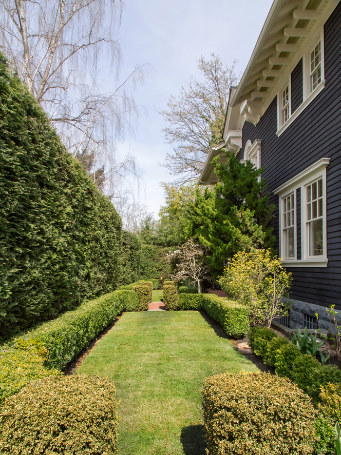 Madrona Colonial Front Garden