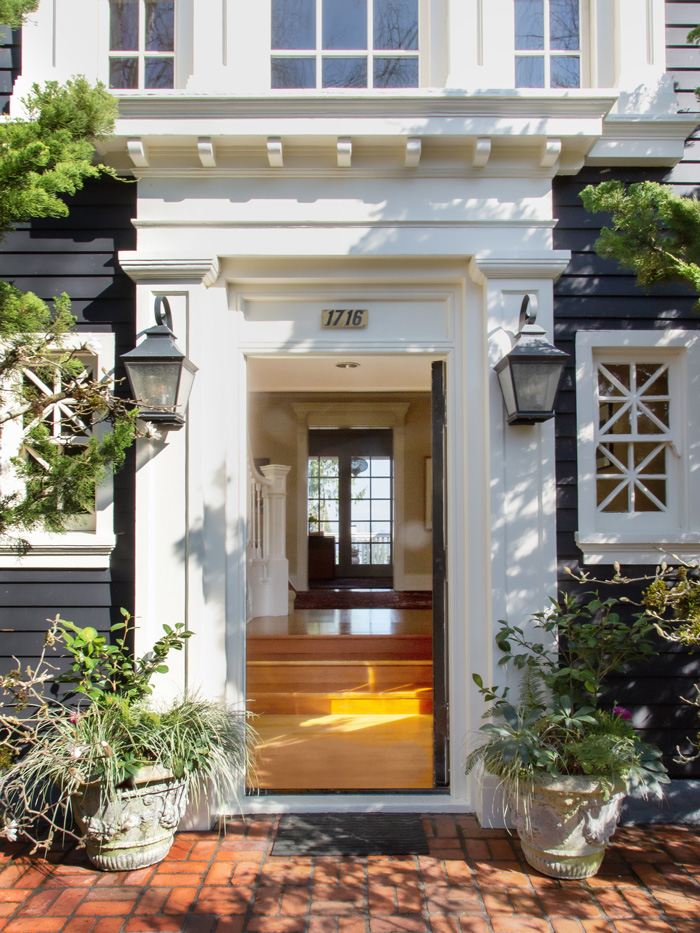 Madrona Colonial Entry