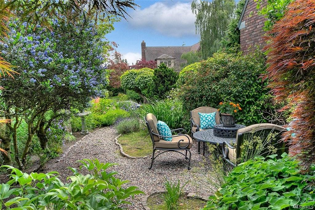 Lander Tudor Garden Patio