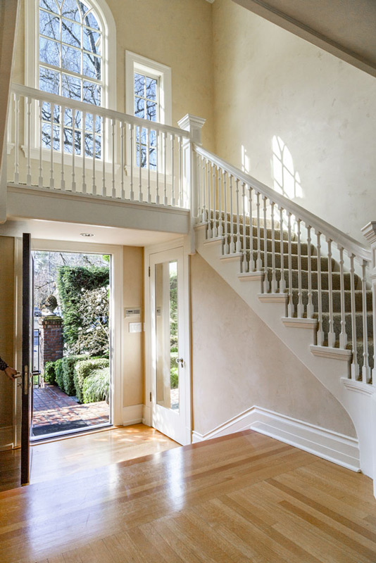 Madrona-Colonial-Entry